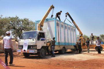 تجهيز المخيمات بكرفانات حمامات مسبقة الصنع
