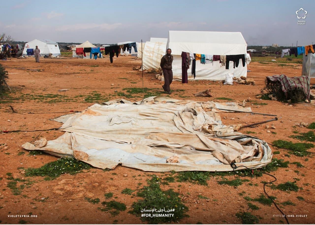 خيمة مهترئة في أحد المخيمات