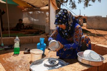 (العربية) مشروع المنح المالية .. إعادة إحياء الأمل للعوائل النازحة