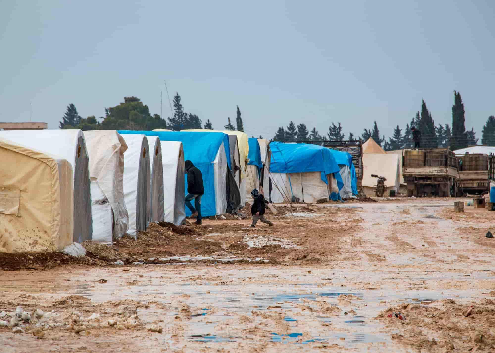 صورة تظهر حجم الألم الذي يعاني منه أكثر من 1 ونصف مليون سوري في مخيمات النزوح شمال سوريا