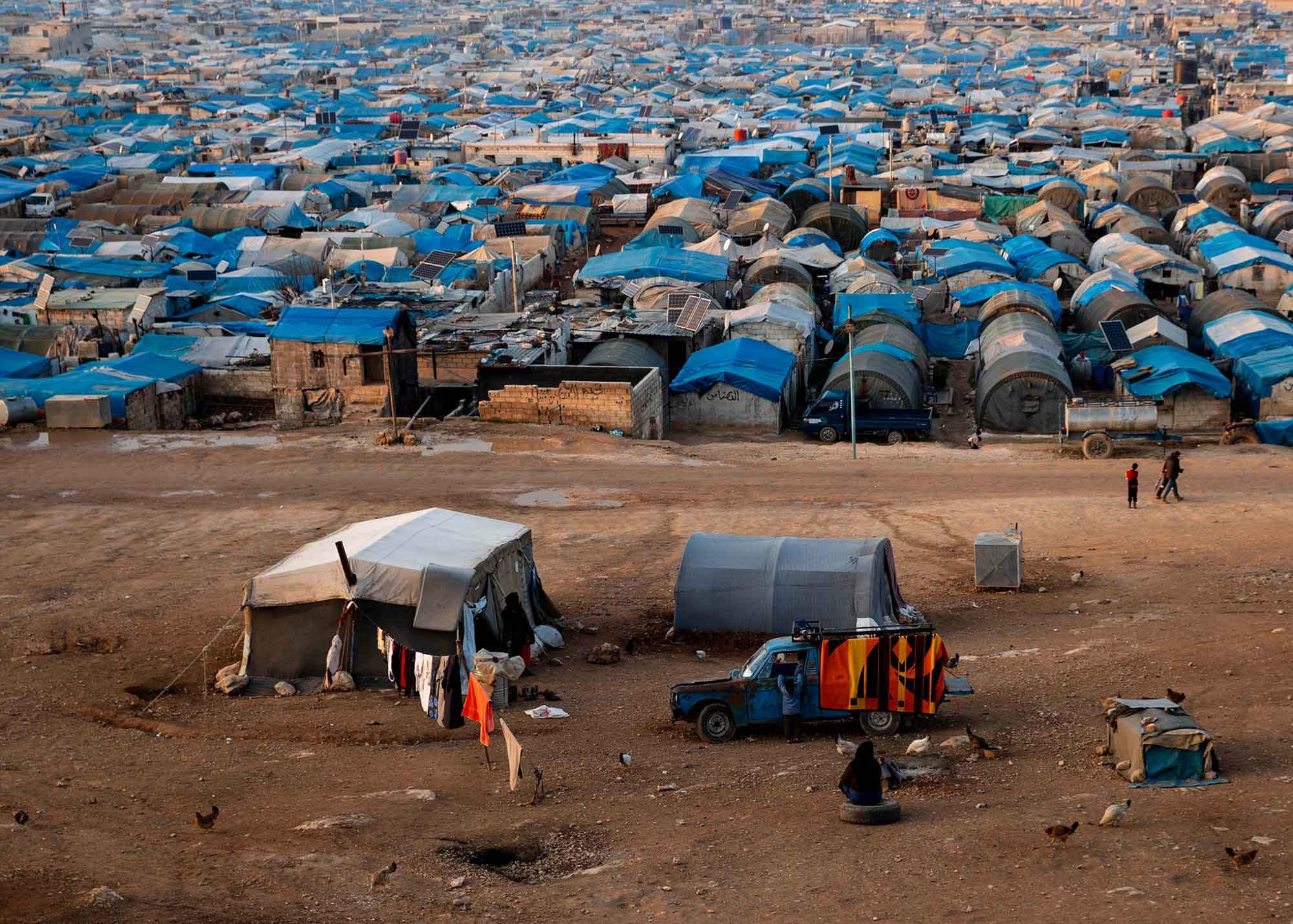 أوضاع مخيمات النزوح شمال سوريا – هل تقيهم من برد الشتاء وحر الصيف؟